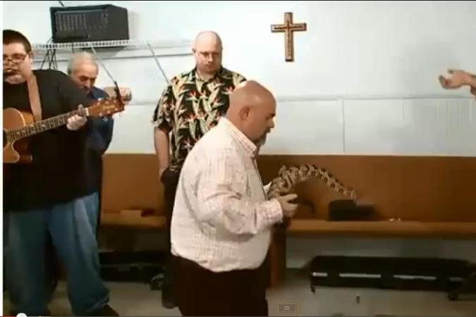 Пастор искренне верил, что змеиный яд ему не страшен