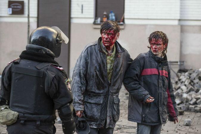 По предварительным данным, в беспорядках в Киеве 18 февраля погибли 18 человек: 11 - гражданских, 7 - правоохранителей. Раненых - сотни...