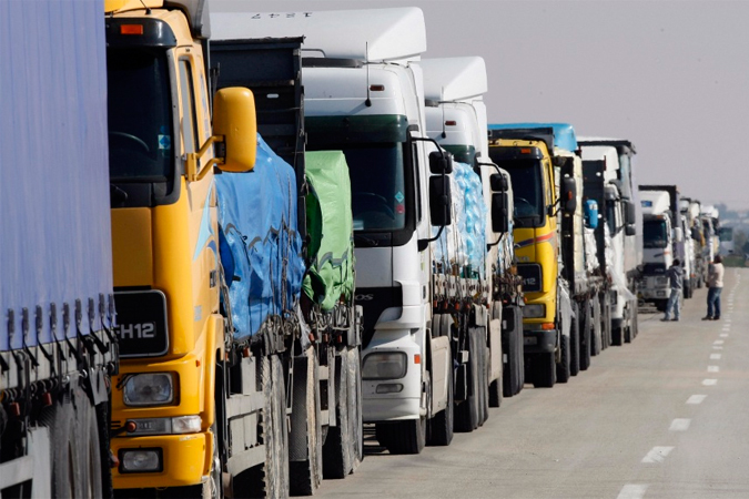 Обычно на въезд на границе стоит минимум 50 - 70 грузовых машин.