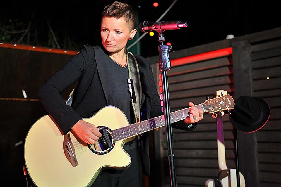 Солистка «Ночных Снайперов» вдруг оказалась в списке «предателей родины», вследствие чего начали отменять ее концерты - в частности, во Владимире