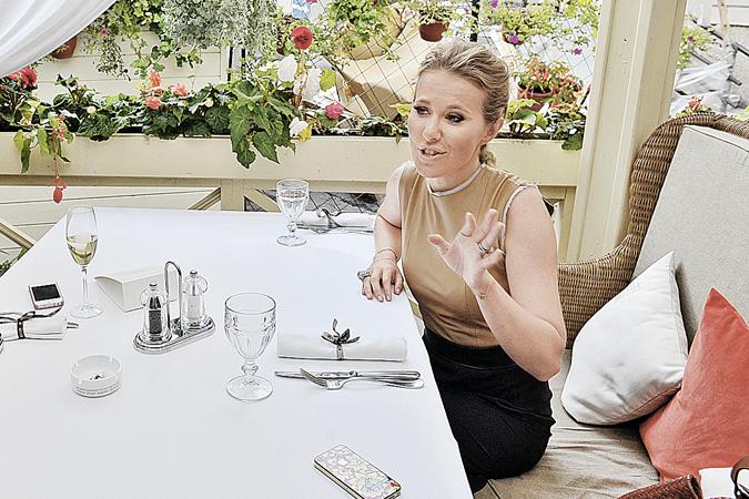 Ксения Собчак готова бороться везде: хоть на экране, хоть в ресторане.