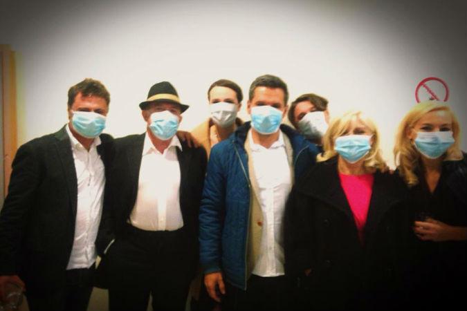 Сделанное однажды Макаревичем (второй слева) фото в маске стало пророческим