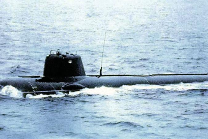 Редчайший кадр, сделанный на испытаниях: лодка-невидимка показалась на людях. Фото: личный архив.