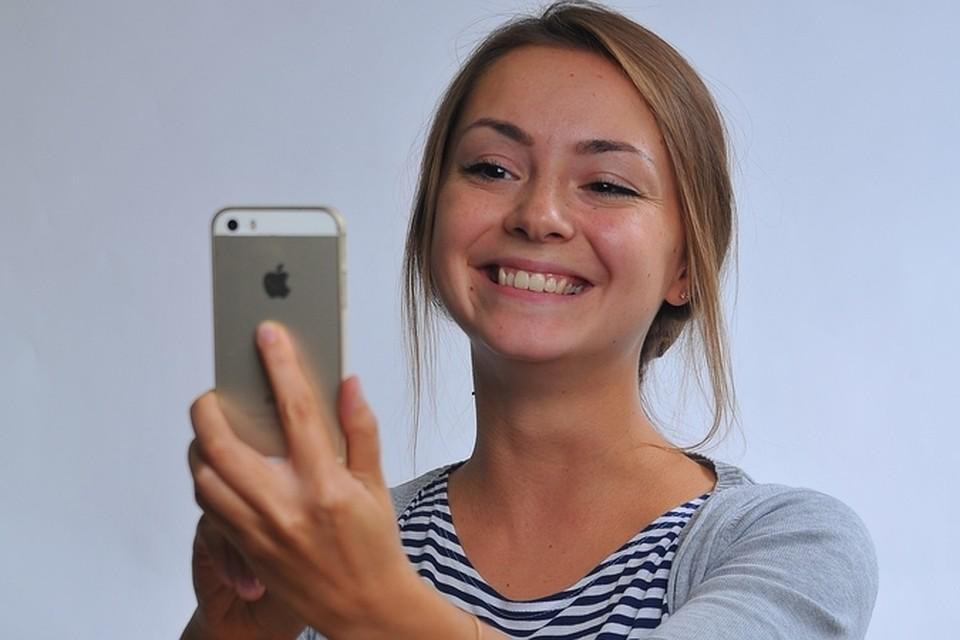 Для того, чтобы выключить будильник, необходимо улыбнуться в камеру смартфона