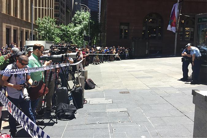 Центр Сиднея сейчас оцеплен полицией