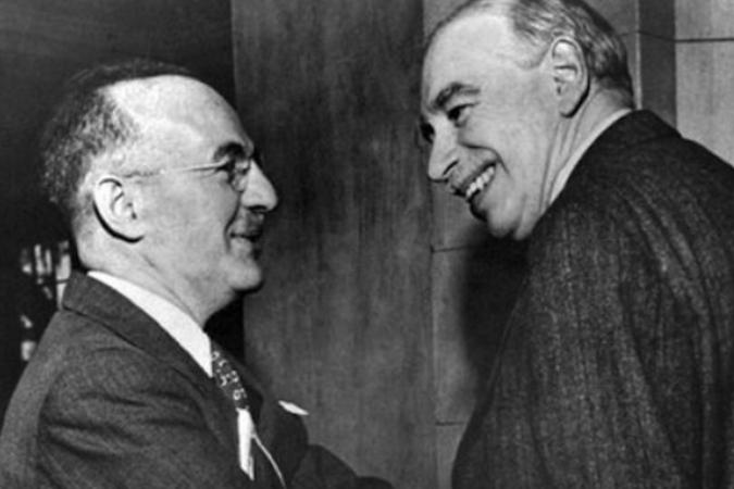 Гарри Декстер Уайт (слева) и Джон Мейнард Кейнс на Бреттон-Вудской конференции