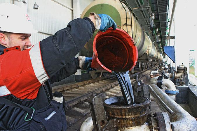 Американский эксперт Марин Катуза считает, что, хотя экономика России находится в трудной ситуации, и много факторов играют против нее, она пошатнется, но не развалится.
