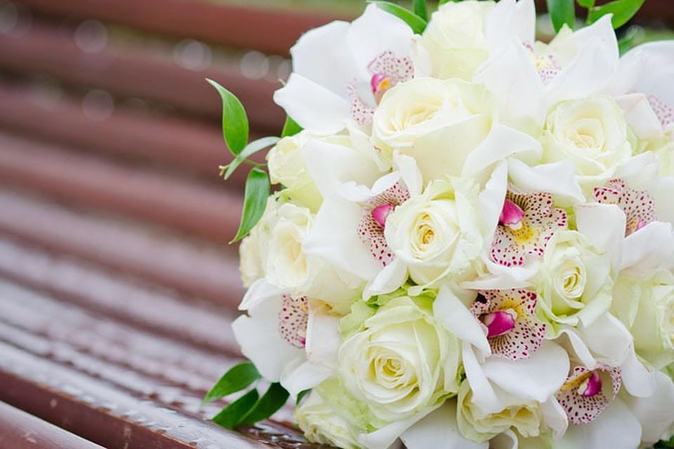 Фото букетик белых цветов