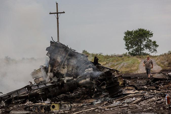 Все эксперты, изучавшие обломки «Боинга», сходятся в одном - взрыв произошел в районе рядом с пилотской кабино