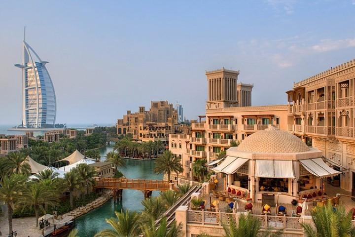 В Дубаи горит высотный отель. Фото: RCCL (c)