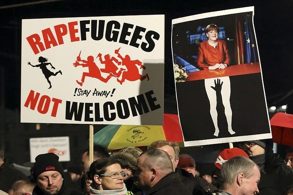 В центре Мюнхена собрались активисты, чтобы выступить против политики «мамы Меркель», которая пригрела на своей груди полтора миллиона беженцев