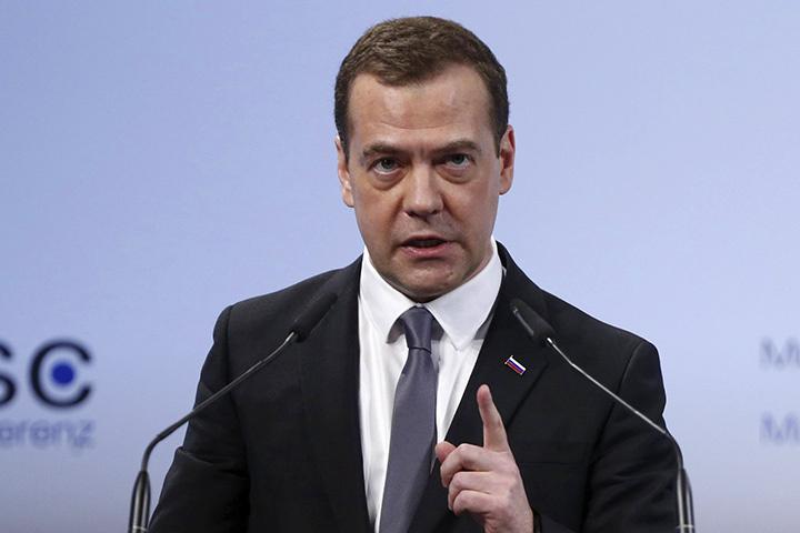 Дмитрий Медведев: Крым является частью российской территории. Там был проведен референдум, мы изменили свою Конституцию