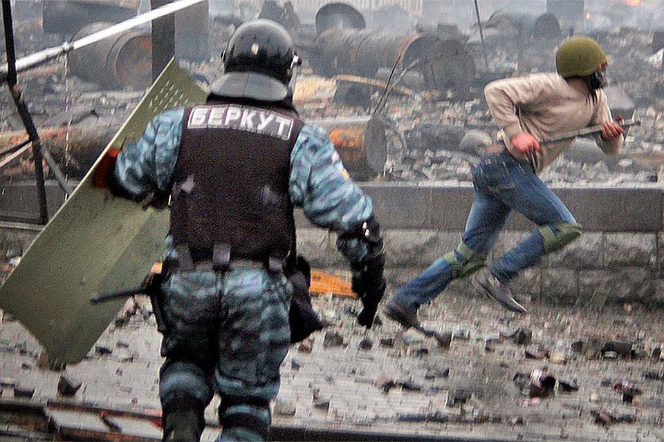 "Противостояние ""Беркута"" и протестующих на Майдане в феврале 2014 года."