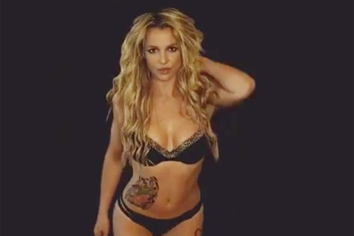 Приятная блондинка с большим телом