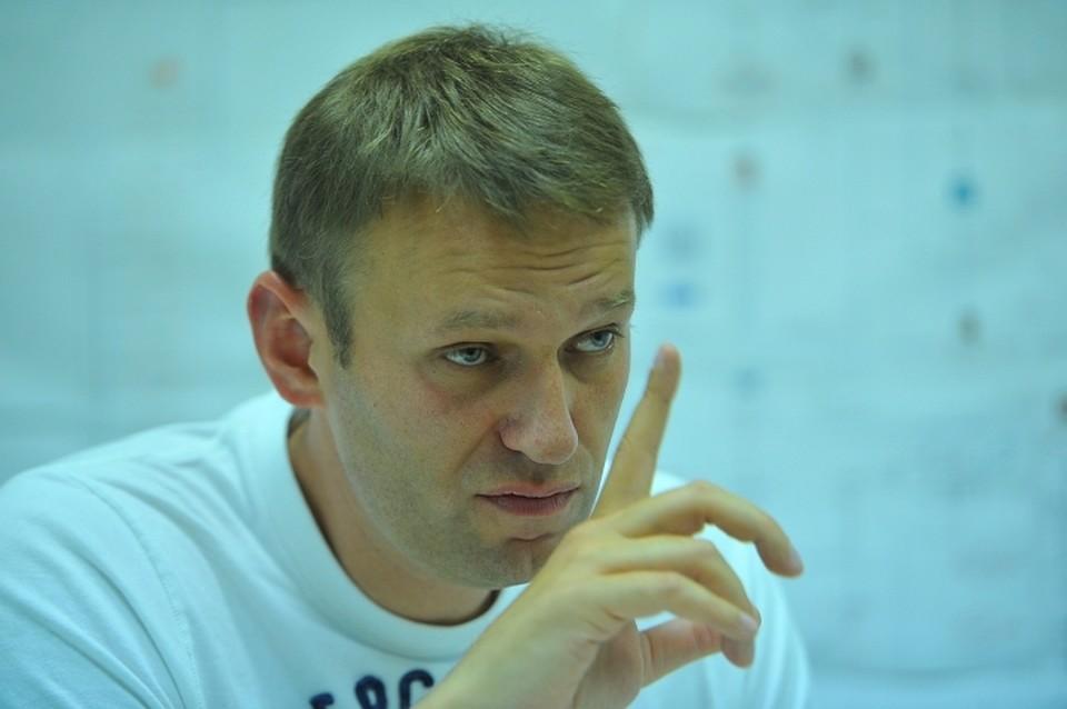 Вероятно, оттого, что доверие к Навальному падает, он становится все более активным в самопиаре.