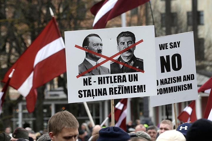 Один из плакатов с шествия в центре Риги.