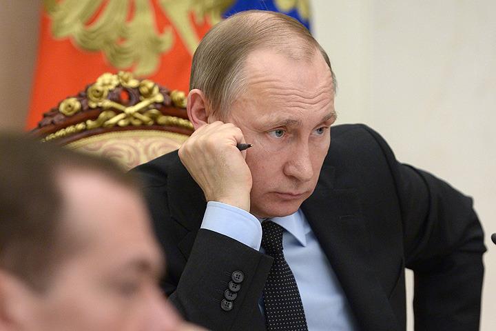 Президент РФ Владимир Путин на совещании с членами правительства РФ 16 марта 2016 г. Фото: Алексей Никольский/пресс-служба президента РФ/ТАСС