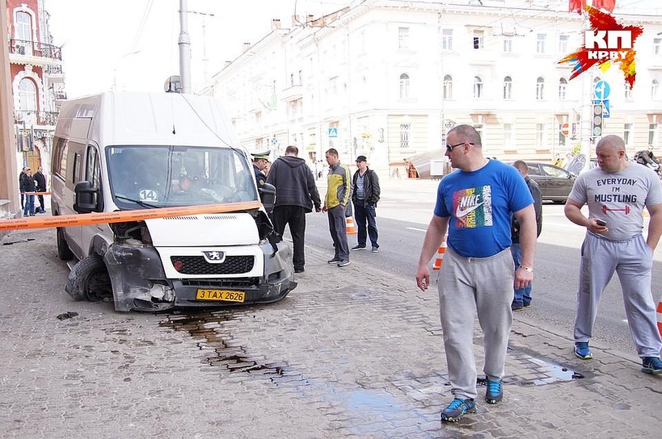 ДТП вГомеле: маршрутка столкнулась слегковушкой, есть пострадавшие