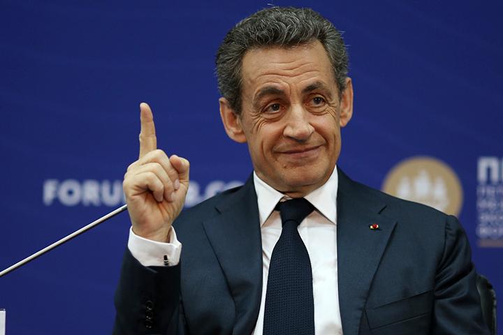 К санкциям Саркози относится отрицательно, но по его мнению первый шаг к отмене должна сделать почему-то Россия