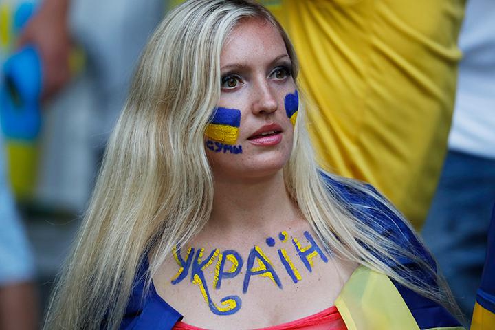 Если в предыдущем опросе лишь 26% участников относились к Украине хорошо, а 63% дали отрицательные отзывы, то последний опрос показал существенный сдвиг: 39%