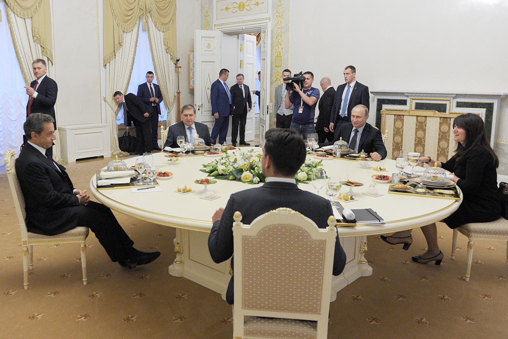 Неформальный ужин с Николя Саркози был прелюдией к началу Питерского форума. Фото: Михаил КЛИМЕНТЬЕВ/ТАСС