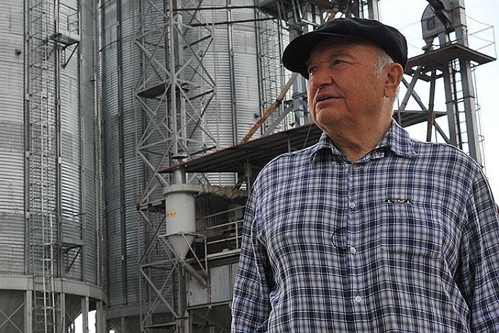 Юрий Лужков: Гречиха стоит тучная, урожай будет отменный. Поэтому мы с женой купили еще один комбайн