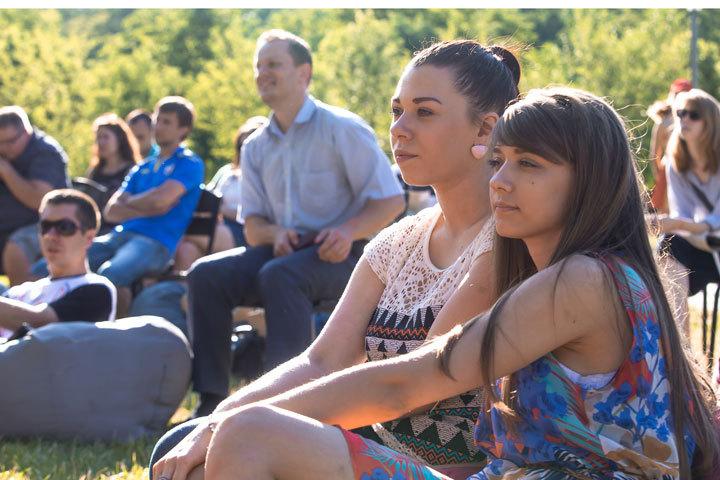 Девушки показали не только красоту, но и познания футбола.