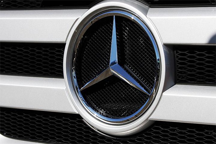 Две подружки взяли Mercedes напрокат и продали его за полмиллиона рублей