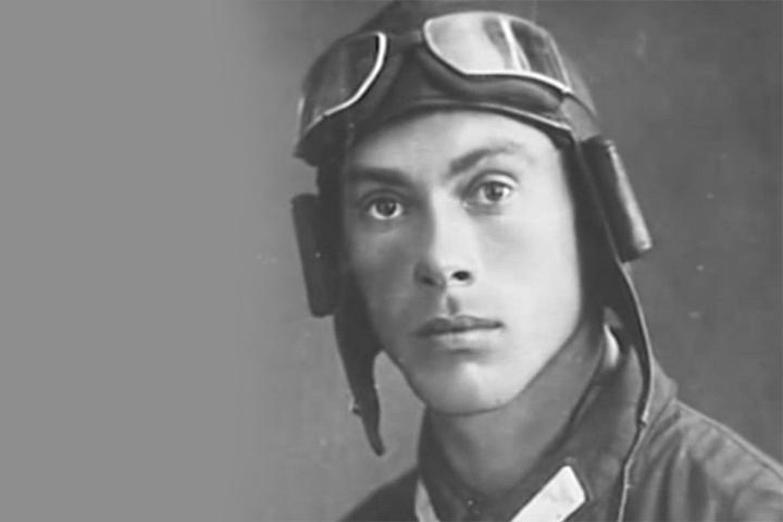 Летчик Николай Гастелло.