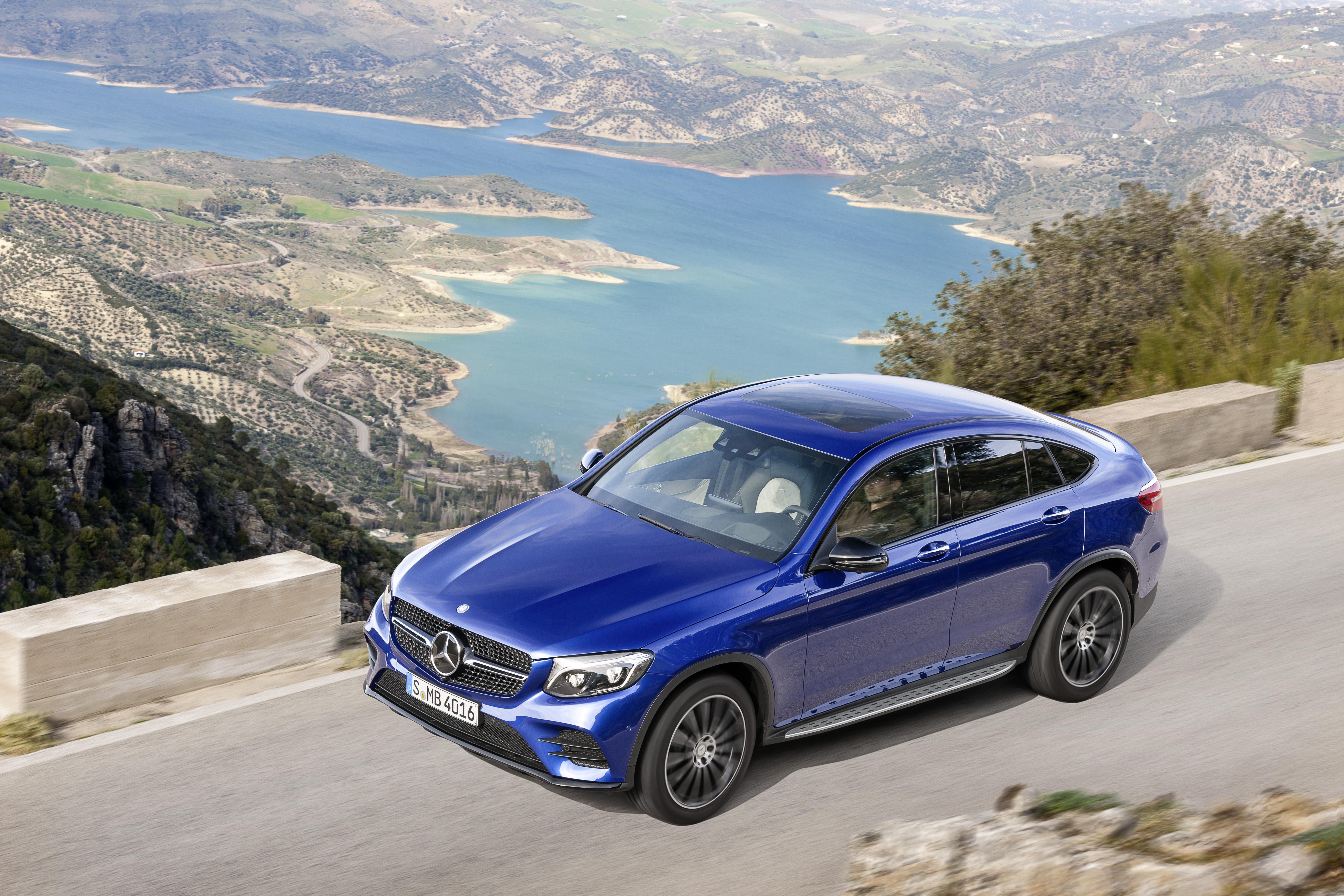 При габаритной длине 4,73 м, высоте 1,60 м и колёсной базе 2,87 м купе GLC выглядит динамично-компактным. Фото Mercedes