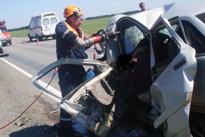 ВРостовской области встолкновении «Ниссана» и«Хендая» погибла женщина-водитель