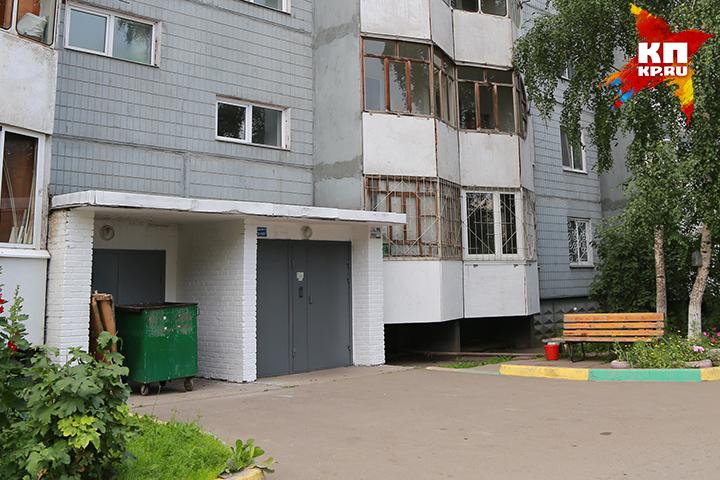 Впомещении для мусорных контейнеров вСоветском районе отыскали тело девушки