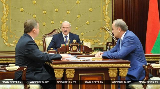 Лукашенко расспросил обэкономике премьера и руководителя Нацбанка