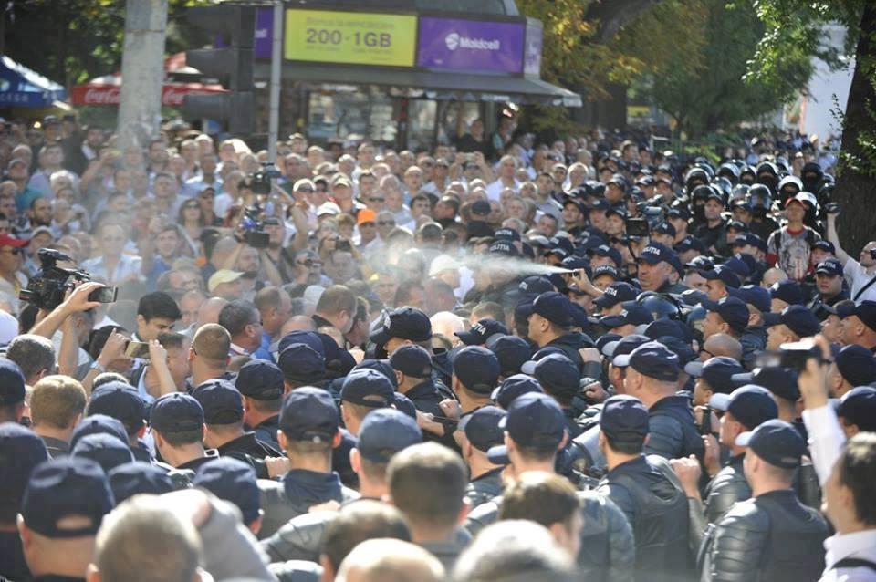 ВКишиневе милиция применила слезоточивый газ против участника митинга