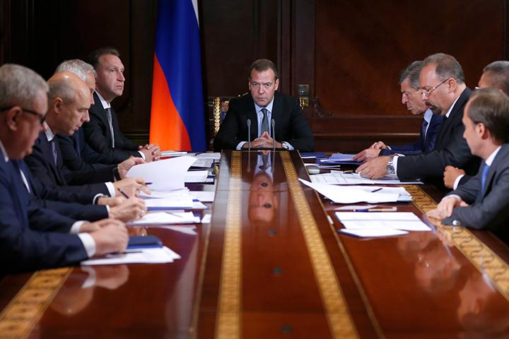 Медведев: 17 млн граждан России живут взоне «экологических пламенных точек»