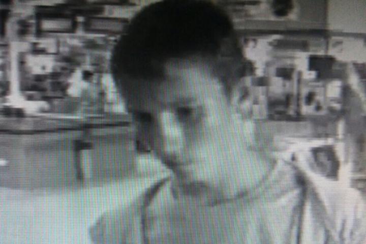 Курские полицейские разыскивают подростка, укравшего деньги счужой кредитки