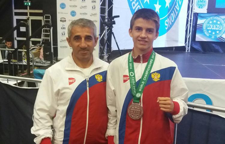 Югорский спортсмен завоевал «золото» главенства мира покикбоксингу