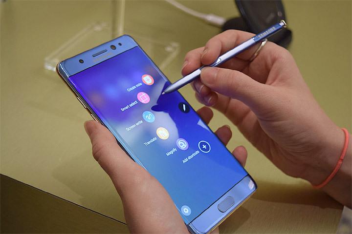 Авиакомпания Finnair запретила использовать на собственных рейсах мобильные телефоны Самсунг Galaxy Note 7