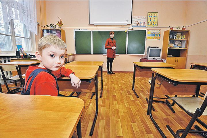 В Латвии продолжается негативная реакция общественности на инициативу властей увольнять из школ нелояльных учителей.