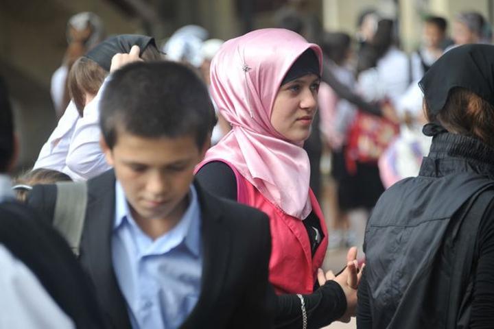 В учебных заведениях Норвегии разрешат носить только хиджабы.