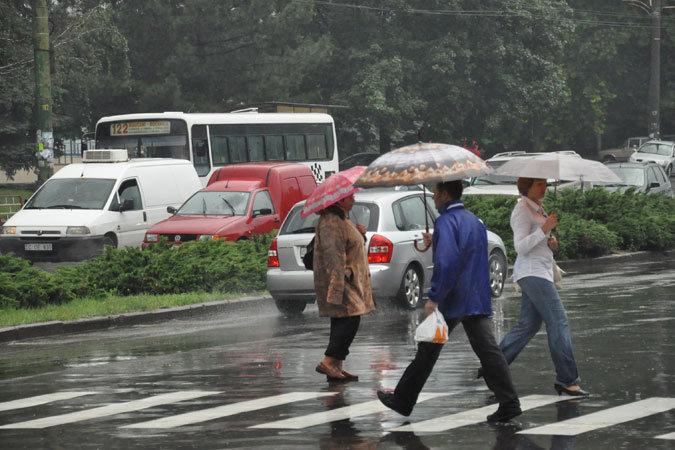 Синоптики объявили в Молдове желтый код опасностей из-за дождей.