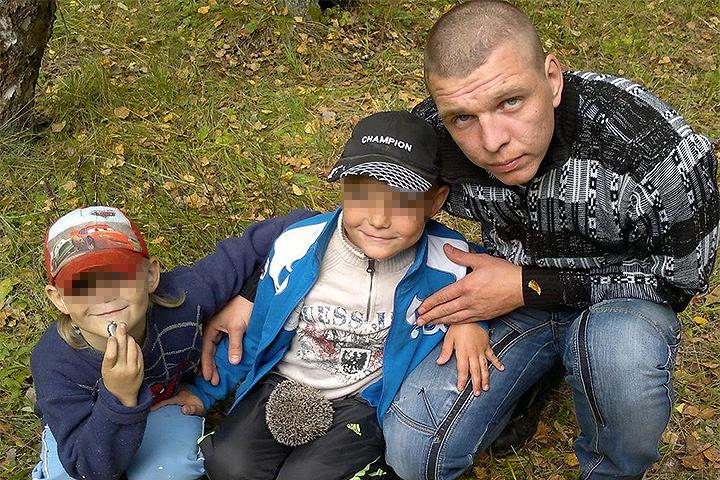 У погибшего пожарного остались жена и двое ребятишек.