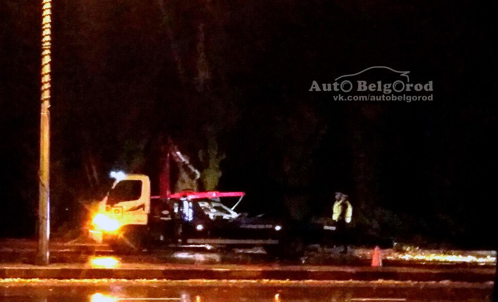 Вцентре Белгорода «Пежо» влетело вдерево: умер 17-летний парень