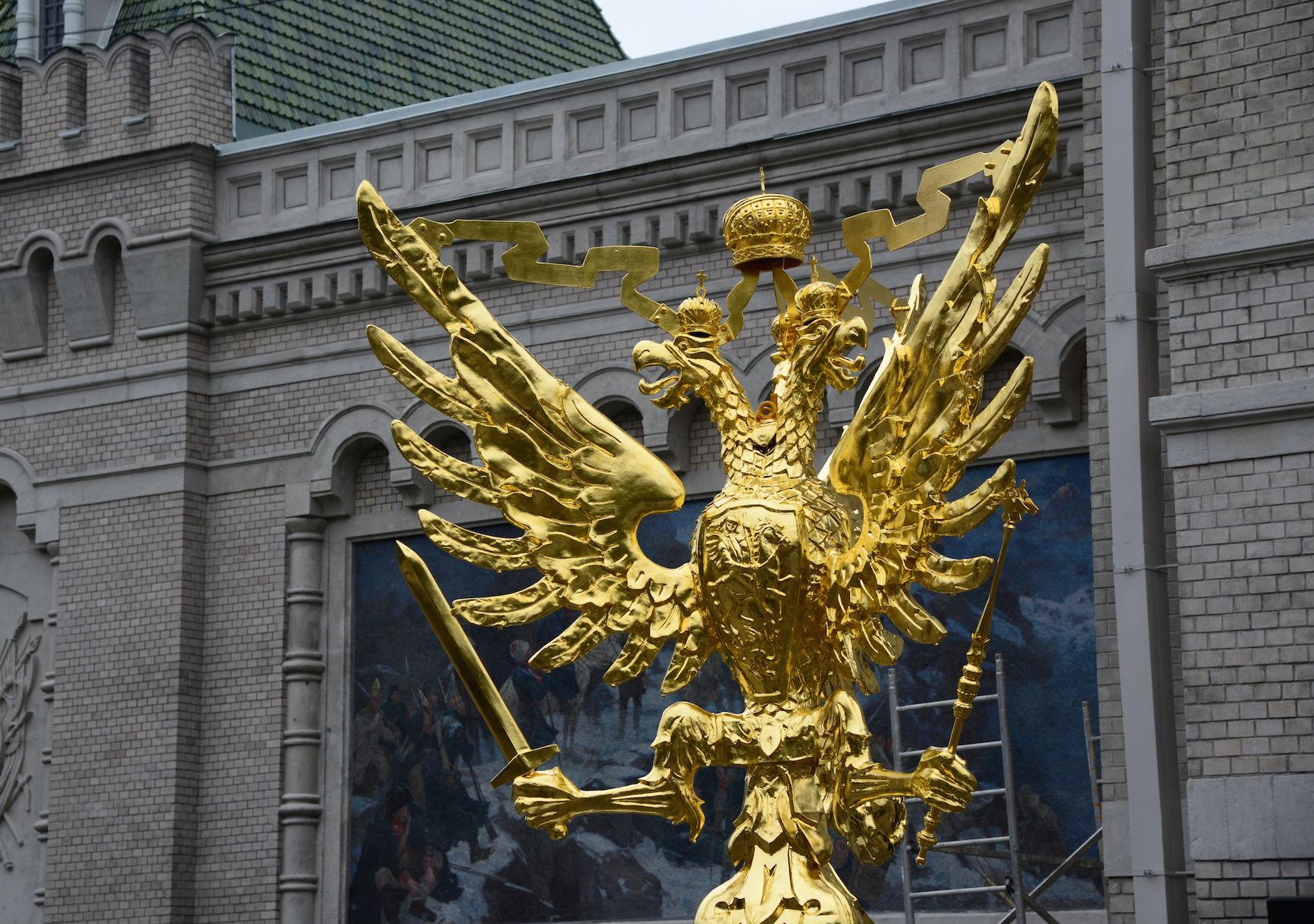 На самом деле у орла три головы и три крыла Фото: предоставлено Администрацией Центрального района