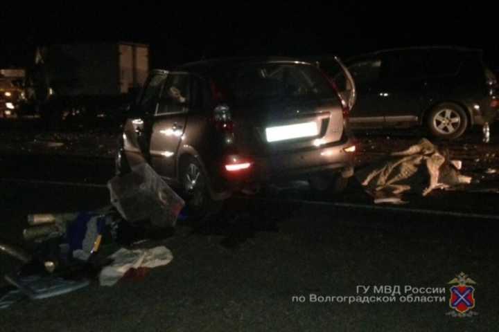 ВВолгограде вДТП умер пассажир мотоцикла, упавшего наобочину