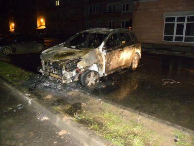 Тойоту RAV4 сожгли вчера вечером вВологде