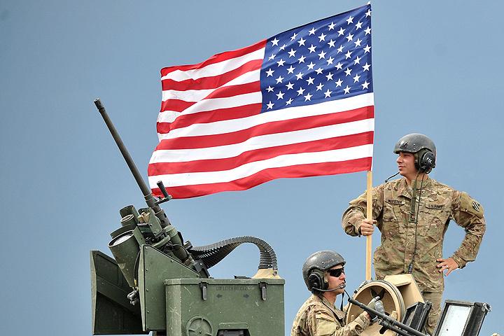 Подполковник министерства обороны США утверждает, что прямой военный конфликт между Россией и НАТО будет длиться не более 10-20 дней. После этого Россия вынуждена будет капитулировать.
