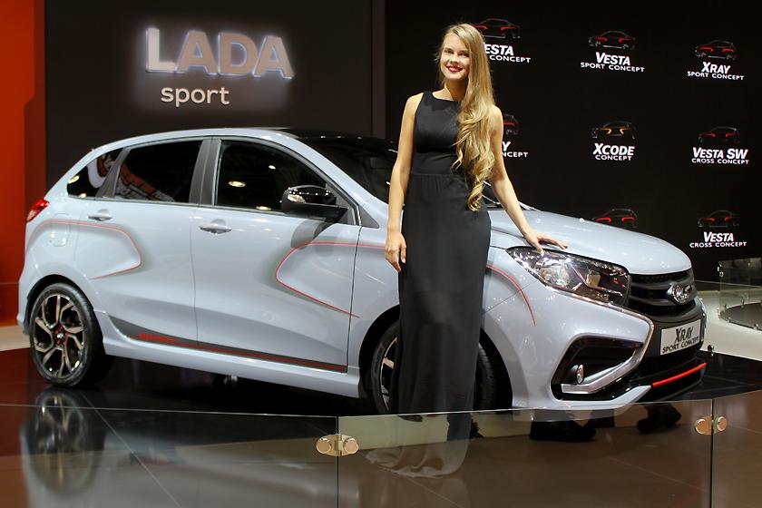 XRAY Sport отличается агрессивным обвесом и спортивными колесными дисками.