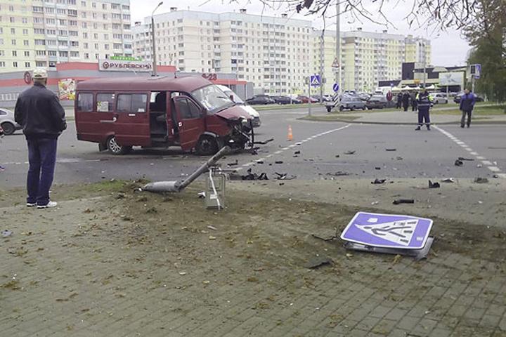 Пассажиры маршрутки не пострадали. Фото: vk.com/foto.mogilev