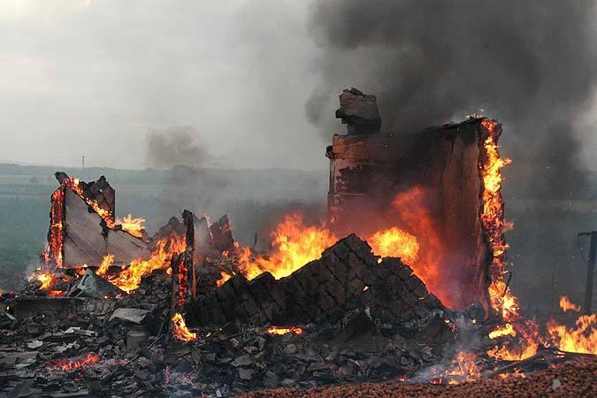 ВВолгоградской области при пожаре сгорели два человека